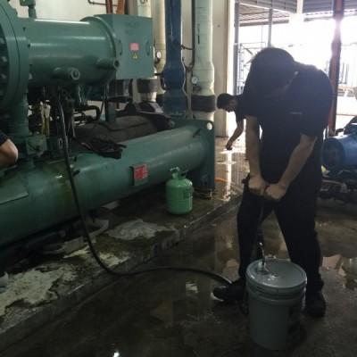 Chiller System Compressor Oil Change Service